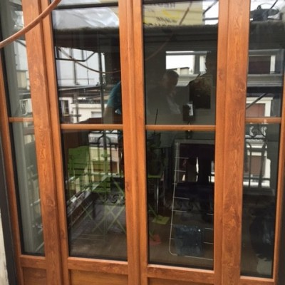 fenêtre avec vitraux